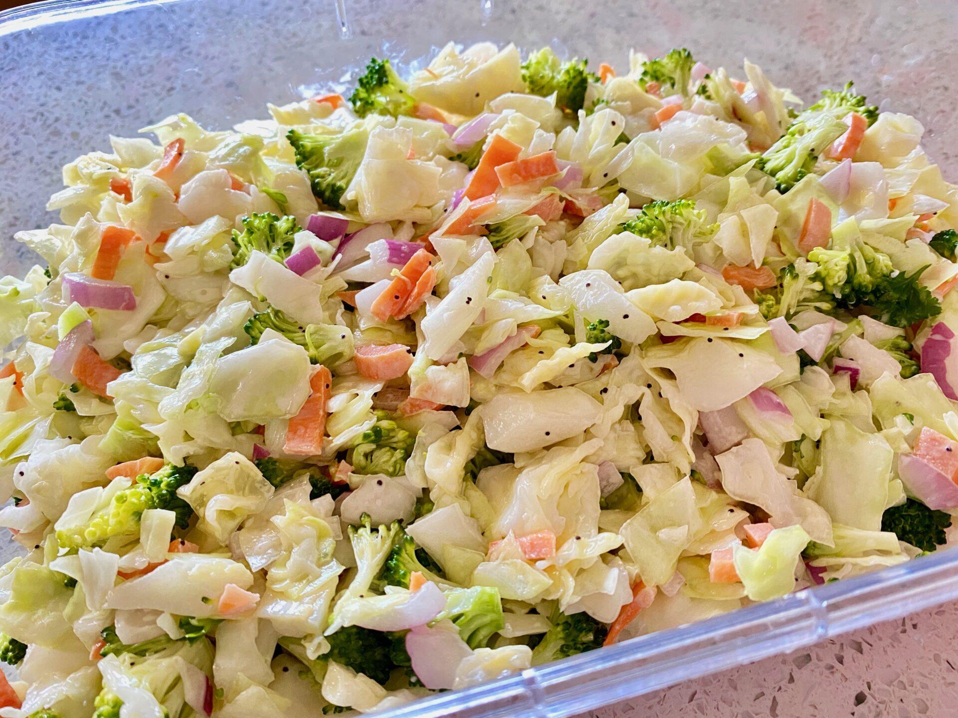 キャベツとブロッコリーのコールスローサラダ